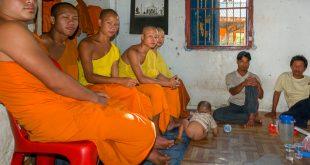 Junge Mönche, Luang Prabang, Laos © - Volker Abels - www.foto-reiseberichte.com