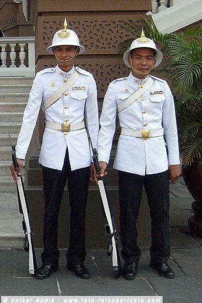Wachen am Königspalast in Bangkok © Prasit Kong-In