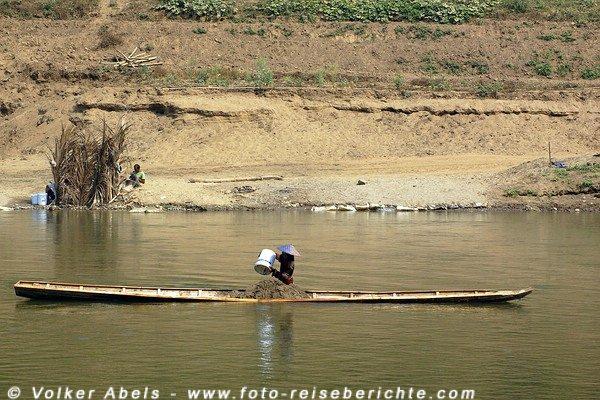 Sandgewinnung am Khan-Fluss bei Luang Prabang - Laos © Volker Abels