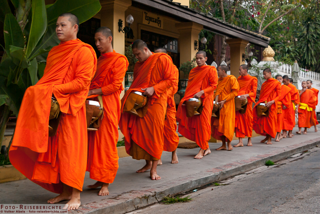 Photo of Laos – Mönchsspeisung in Luang Prabang