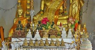 Buddha Statuen am Tempel auf dem Berg Phousi in Luang Prabang - Laos © Volker Abels