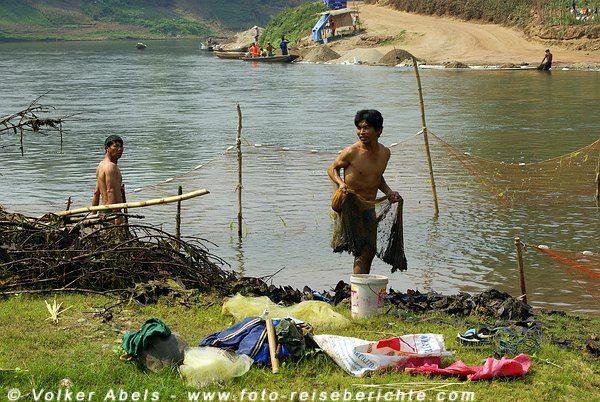 Fischer am Khan-Fluss bei Luang Prabang - Laos © Volker Abels