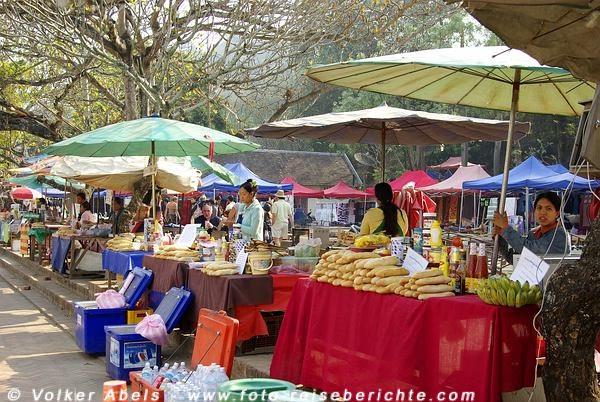 Frische Baguette auf einem Markt in Luang Prabang - Laos © Volker Abels