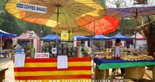 Frischen Kaffee und Baguette auf einem Markt in Luang Prabang - Laos © Volker Abels