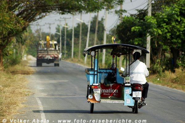 Mopedfahrer in Thailand © Volker Abels