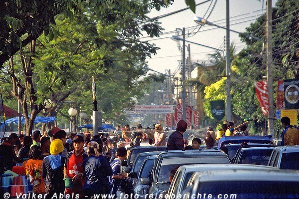 Stau in der City - Songkran Fest in Chiang Mai - Thailand © Volker Abels