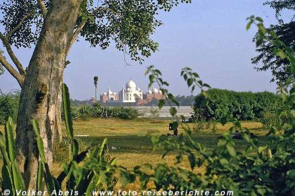 Taj-Mahal in Agra am Fluss Yamuna - Indien © Volker Abels
