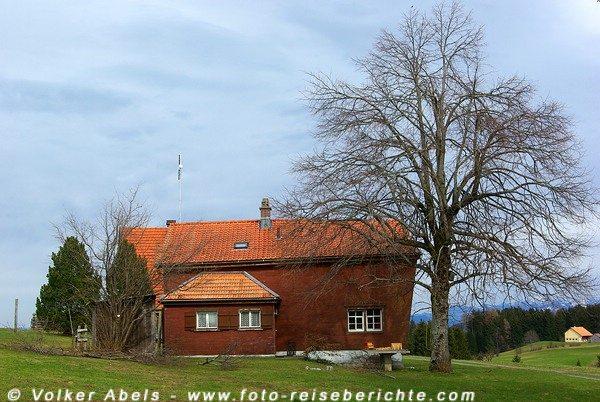 Haus in der Nähe von St. Anton (Oberegg), Schweiz - © Volker Abels
