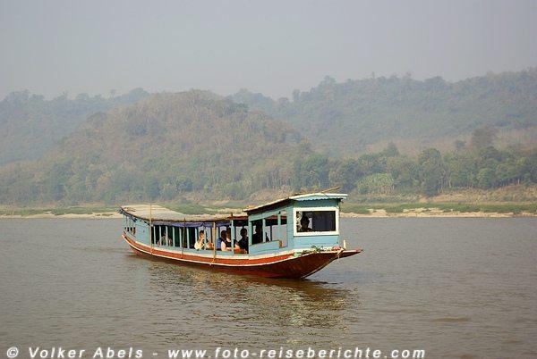 Fahrt auf dem Mekong zu den Pak Ou Höhlen bei Luang Prabang in Laos © Volker Abels