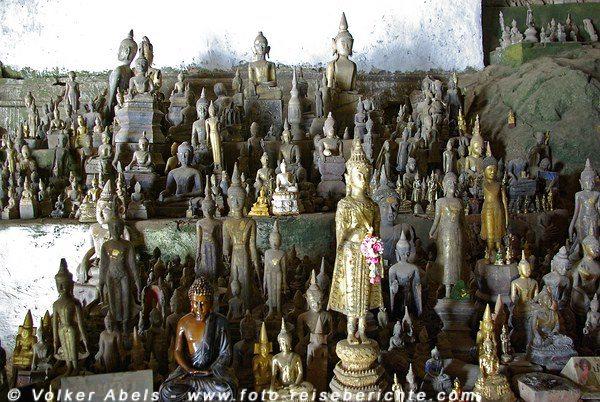 Buddha-Statuen in den Pak Ou Höhlen bei Luang Prabang in Laos © Volker Abels