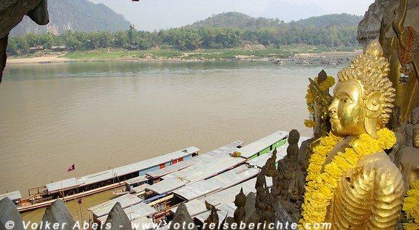 Blick auf den Mekong, aus den Pak Ou Höhlen bei Luang Prabang in Laos © Volker Abels