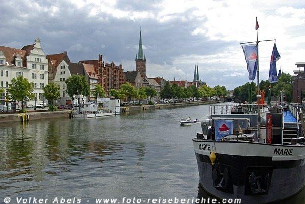 Hansestadt Lübeck - Blick von der Trave auf die Altstadt © Volker Abels