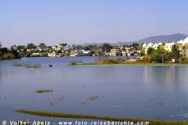 Der See von Pushkar in  Rajasthan - Indien © Volker Abels