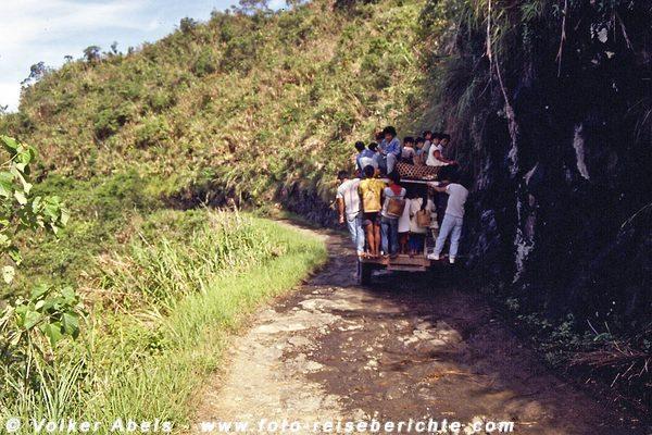 """Gut """"beladener"""" Jeepney unterwegs nach Banaue, Luzon - Philippinen © Volker Abels"""