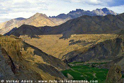 Bergformation im Himalaya - Ladakh, hier ist Tsampa ein weit verbreitetes Nahrungsmittel. © Volker Abels
