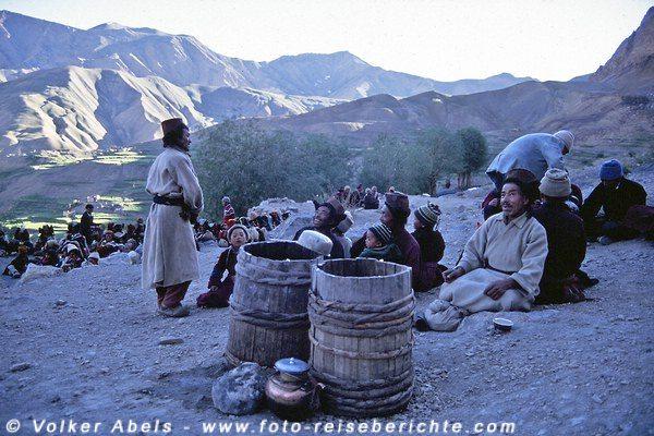 Auf großen Fässern erhalten wir unseren Chang, ein lokales Bier, das etwas wie frischer Wein schmeckt. © Volker Abels