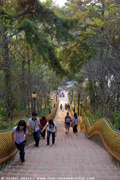 Aufstieg zum Wat Phrathat Doi Suthep - Chiang Mai © Volker Abels