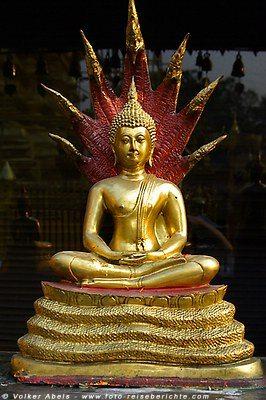 Buddha-Statue im Wat Phrathat Doi Suthep - Chiang Mai © Volker Abels