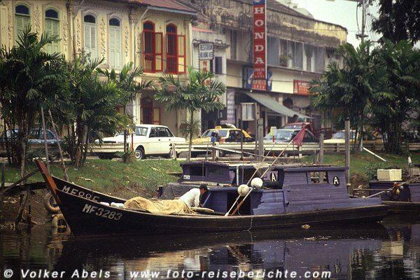 Am Fluss Mallaka 1991 © Volker Abels