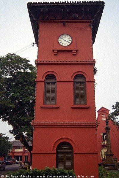 Der rote Uhrturm in Malakka 1991 © Volker Abels