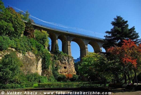 Blick auf die Passerelle Brücke - Luxemburg © Volker Abels