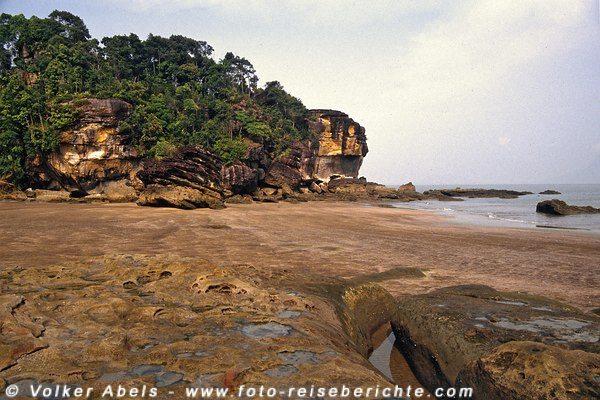Fels- und Dschungelformation im Bako Nationalpark, Sarawak, Borneo - Malaysia © Volker Abels
