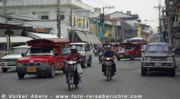 Mopeds im Straßenverkehr in Thailand © Volker Abels foto-reiseberichte.com