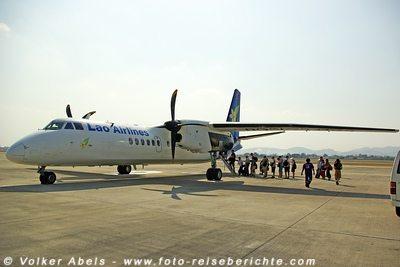 Flugzeug in Laos © Volker Abels
