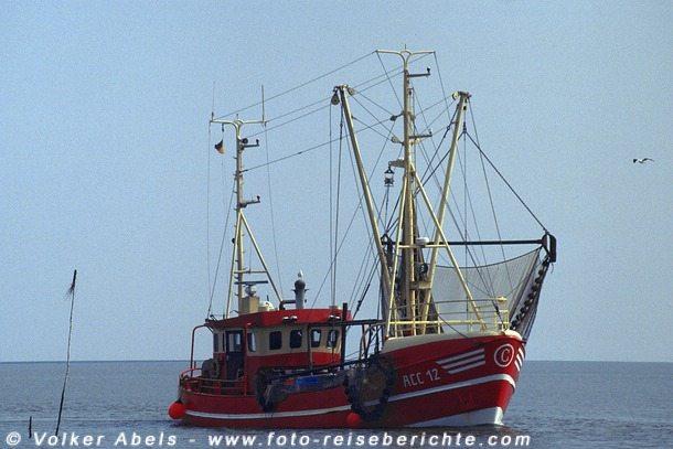 Kutter auf der Nordsee © Volker Abels
