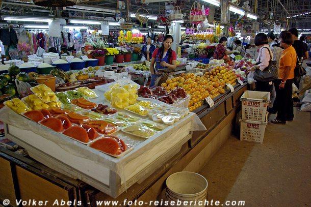 Verschiedene Obstsorten auf einem thailändischen Markt © Volker Abels