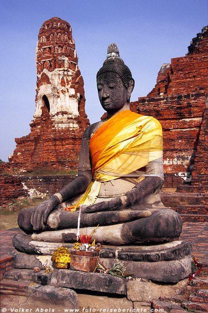 Geschmückte Buddhastatue - Ayutthaya © Volker Abels