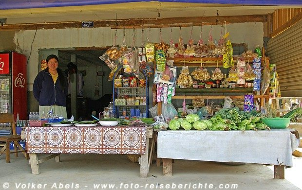 Laden in einem Dorf bei Luang Prabang in Laos © Volker Abels