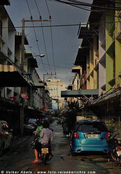 Seitenstraße in Bangkok © Volker Abels, www.foto-reiseberichte.com