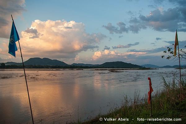 Abends am Mekong in Thailand © Volker Abels