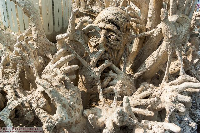 Die Höllendarstellung wirkt schon irgendwie gruselig WeißerTempel Chiang Rai-Thailand © Volker Abels - www.foto-reiseberichte.com