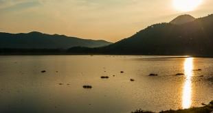 Sonnenuntergang an einem See in Thailand