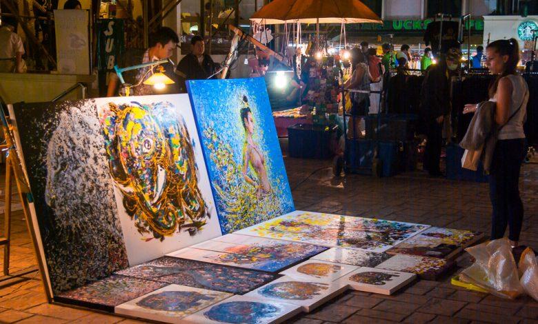 Farbige Gemälde auf dem Nachtmarkt in Chiang Mai - Thailand 02