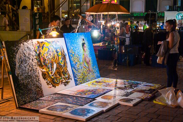 Farbige Gemälde auf dem Nachtmarkt in Chiang Mai - Thailand