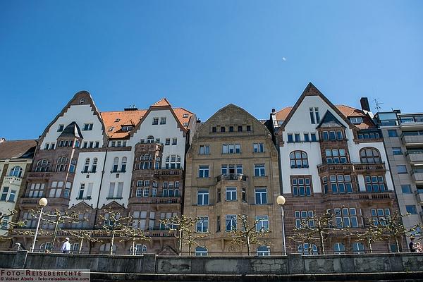 www.foto-reiseberichte.com - Typisches Beispiel für stürzende Linien in der Architekturfotografie