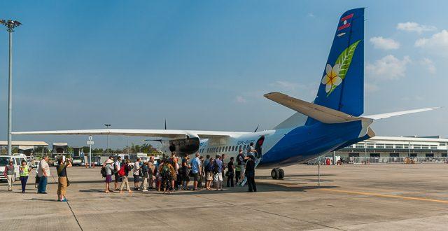 foto-reiseberichte.com - Flugzeug in Laos