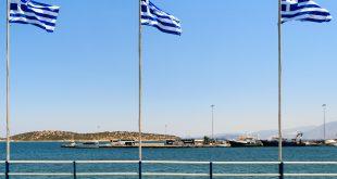 Griechische Fahnen im Wind © Volker Abels -www.foto-reiseberichte.com