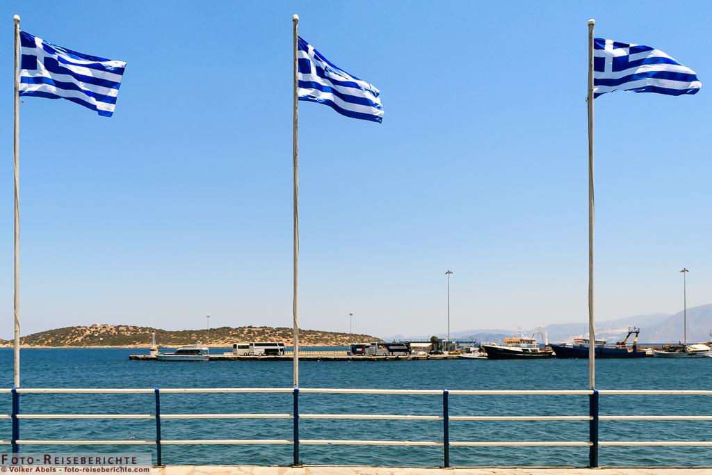 Photo of Griechische Fahnen im Wind