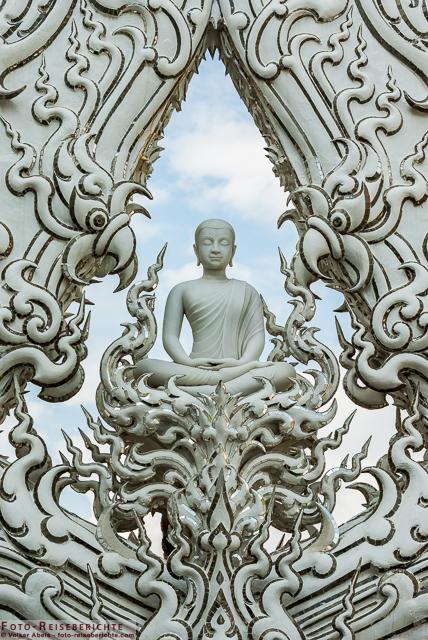 Wat Rong Khun, Detailansicht-Buddha. Weißer Tempel von Chiang Rai - Thailand © Volker Abels - www.foto-reiseberichte.com
