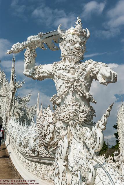 Wächter WeißerTempel Chiang Rai-Thailand © Volker Abels - www.foto-reiseberichte.com