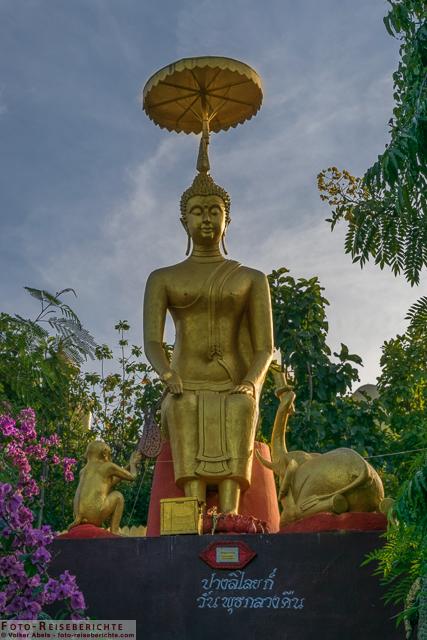 Buddha Statue im Suttichit Buddha Park © Volker Abels - www.foto-reiseberichte.com