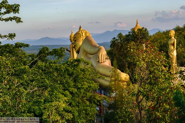 Liegender Buddha - Wat Mok Khan Lan - Suttichit Buddha Park © Volker Abels - www.foto-reiseberichte.com