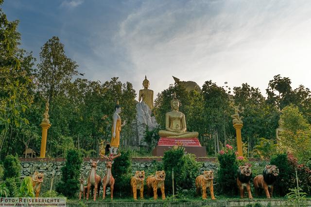 Tierfiguren und Buddha Darstellungen im Suttichit Buddha Park © Volker Abels - www.foto-reiseberichte.com