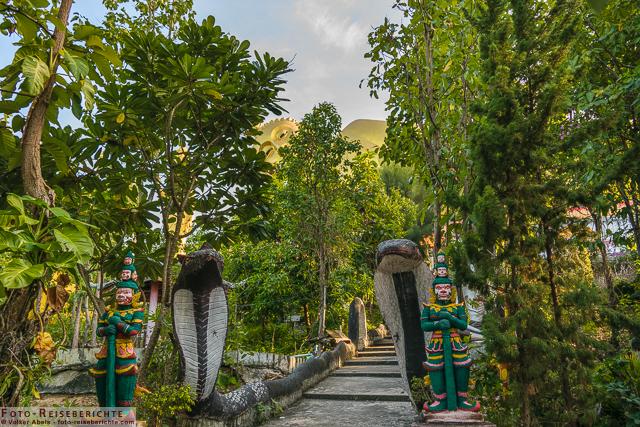 Wächter am Waldrand Wat Mok Khan Lan - Suttichit Buddha Park © Volker Abels