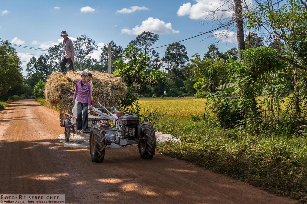 Arbeiten mit einem Zweirad-Traktor © Volker Abels - www.foto-reiseberichte.com