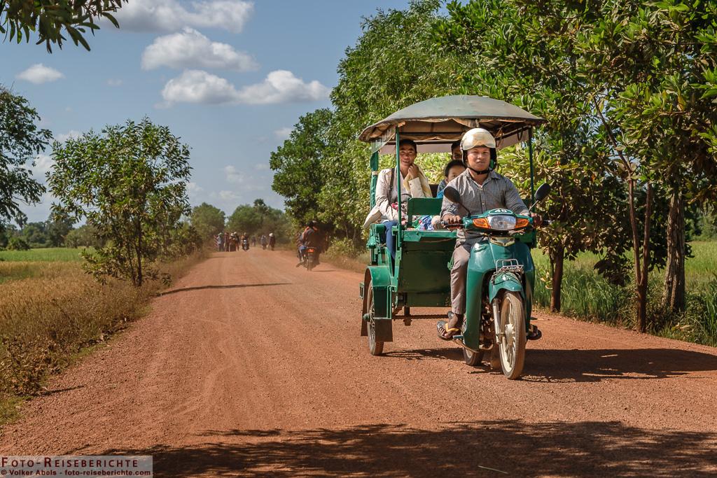 Unterwegs auf staubigen Pisten © Volker Abels - www.foto-reiseberichte.com